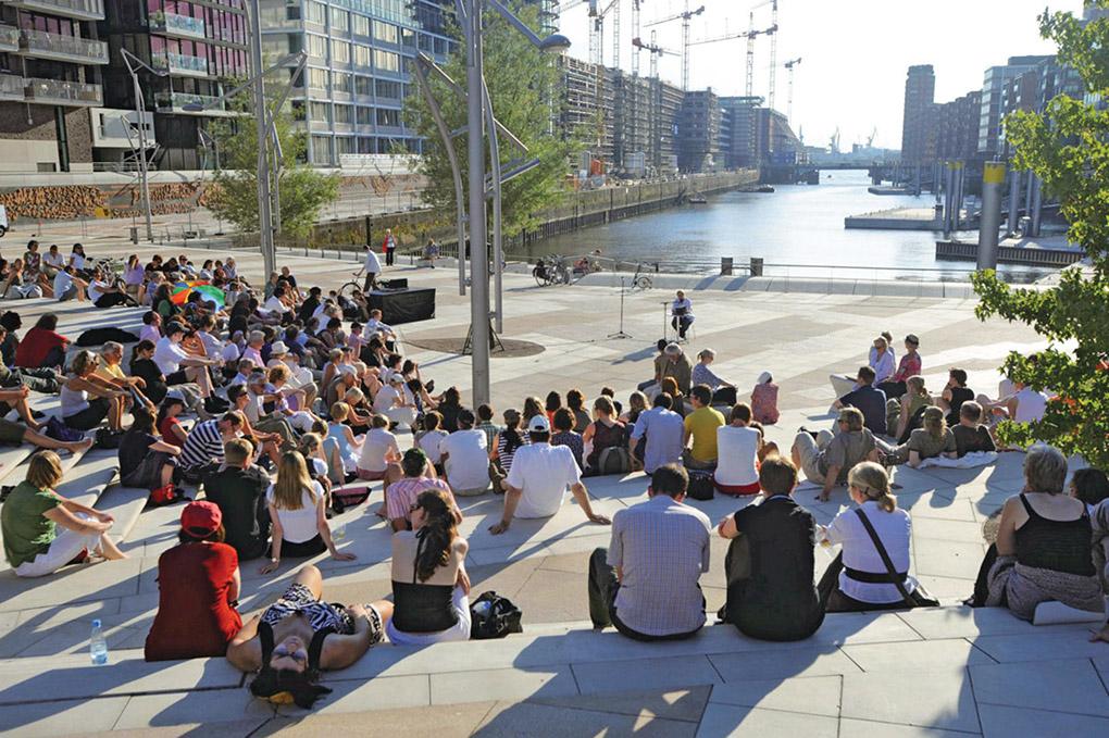 HAMBURGO. Los residentes y turistas disfrutan de la vida cultural de Hafen City. Imágenes cortesía de Hafen City